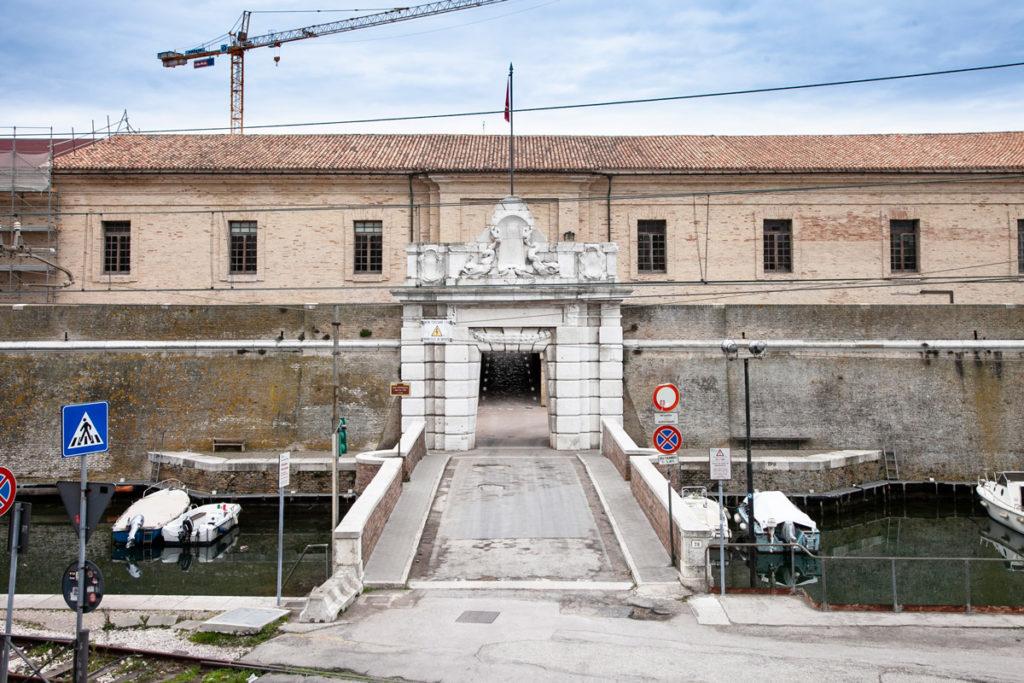 Mole Vanvitelliana e Mandracchio nel porto di Ancona