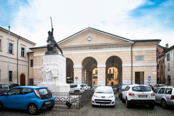 Monumento ai caduti cremaschi e Mercato Austroungarico in piazza Trento e Trieste a Crema
