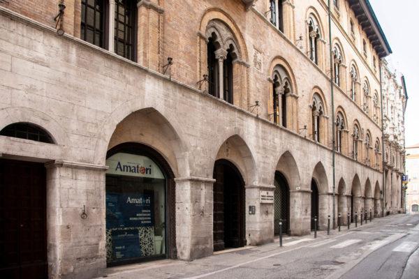 Palazzo Benincasa - Edificio lungo ben 50 metri