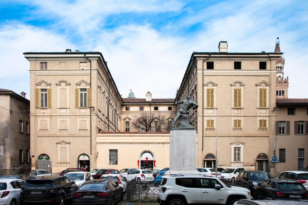 Palazzo Benzoni - Donati visto da piazza Trento e Trieste