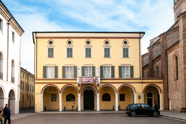 Palazzo Vescovile di Crema su piazza del Duomo