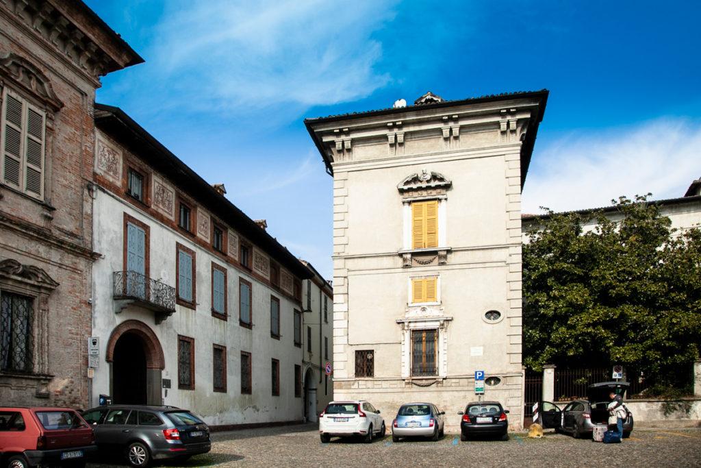 Palazzo Vimercati Sanseverino su piazza Premoli a Crema