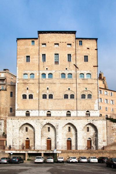 Palazzo degli Anziani lato mare