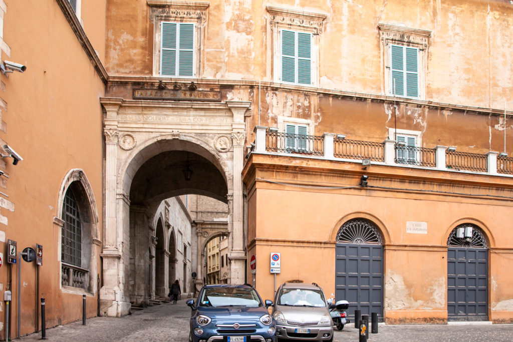 Palazzo del Governo e Arco di accesso al cortile
