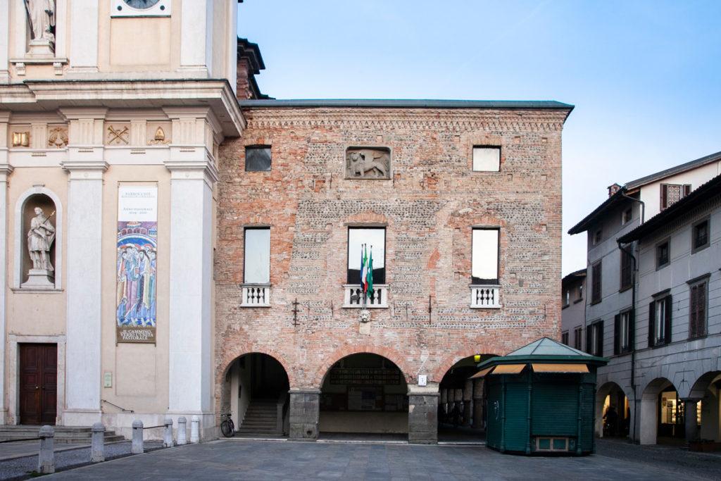 Palazzo della Ragione a Romano di Lombardia in piazza Roma