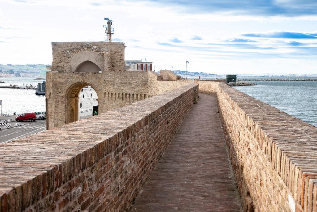 Passeggiata del Porto Vecchio di Ancona e Arco Clementino