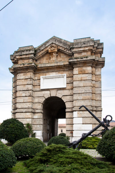 Porta Pia di Ancona e Monumento ai caduti in mare - Zona portuale