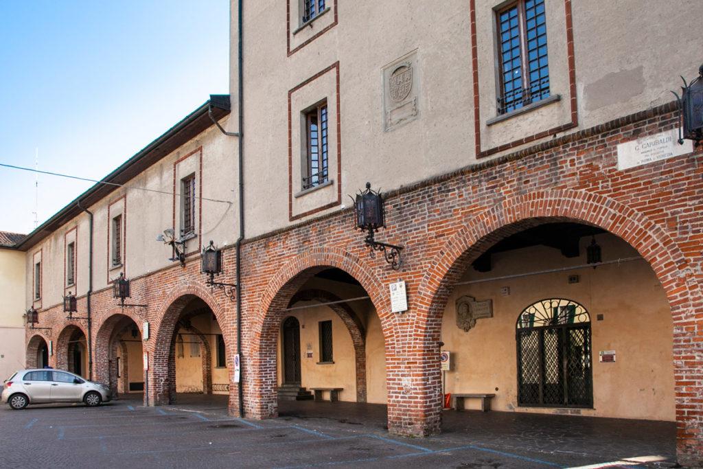 Portici di piazza Garibaldi e del palazzo comunale di Soncino