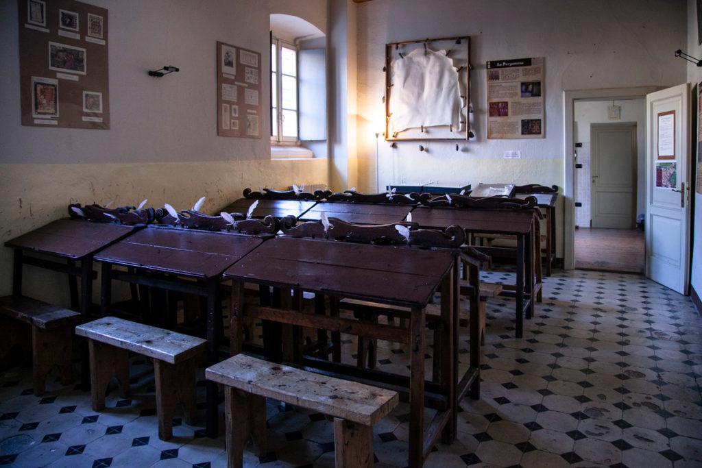 Sala della Vita Medievale e sala con scrittoi con inchiostro e piume
