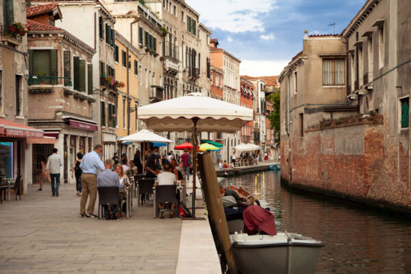 Bacari di Venezia in orario di aperitivo - Cannaregio