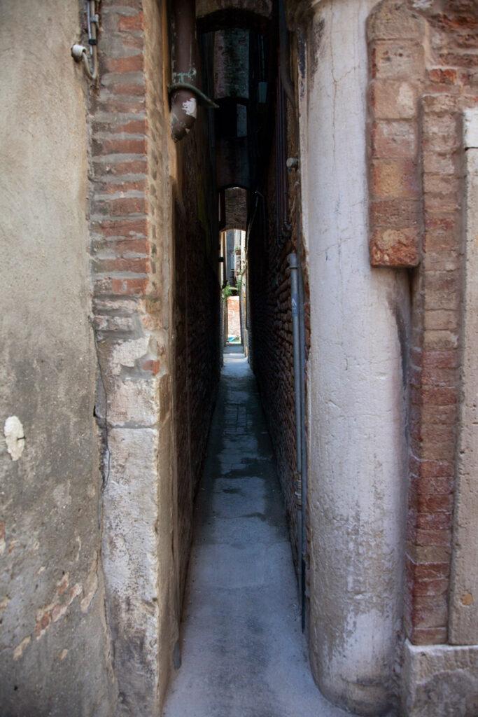 Calle Varisco - la Calle più stretta di Venezia