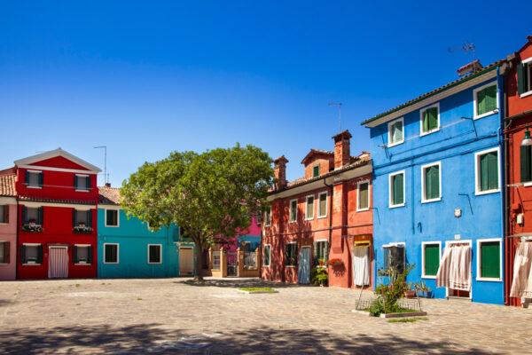 Campi con facciate variopinte - Isole di Venezia