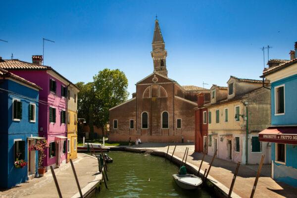 Chiesa di San Martino Vescovo - Facciata della chiesa principale di Burano