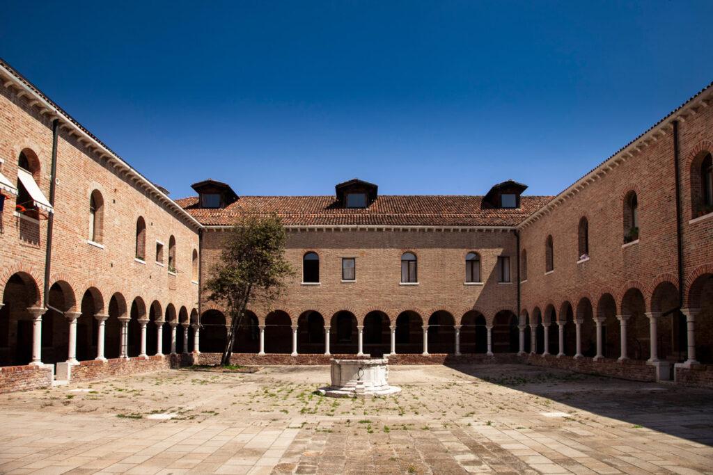 Cortile Ex Convento dei Santi Cosma e Damiano - Giudecca di Venezia