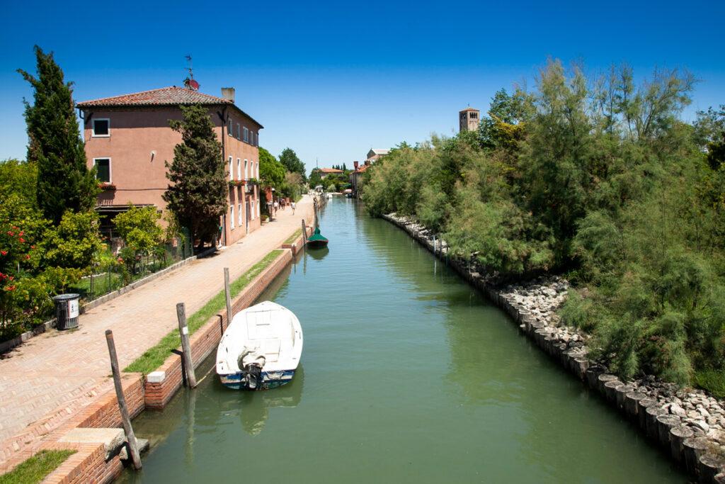 Cosa vedere a Torcello - passeggiata sul canale Maggiore