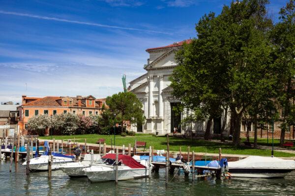 Facciata della Basilica di San Pietro affacciata sul canale San Pietro - Sestiere Castello di Venezia