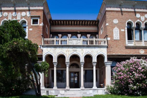 Ingresso e porticato di Villa Heriot
