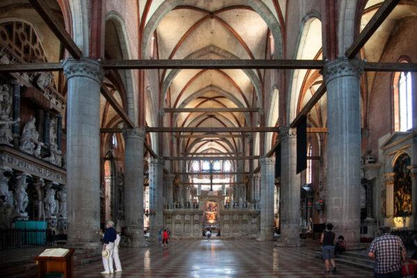 Interni della Basilica dei Frari di Venezia - Sestiere San Polo