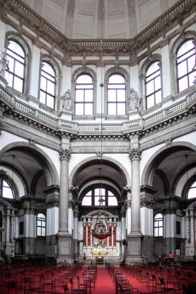 Interni della basilica di Santa Maria della Salute - Venezia