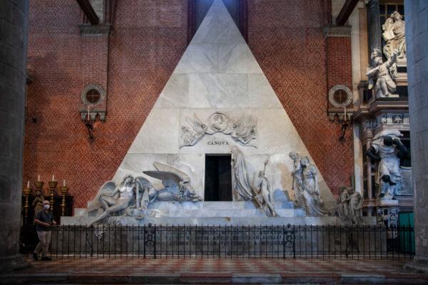 Monumento funebre di Canova nella basilica dei Frari di Venezia