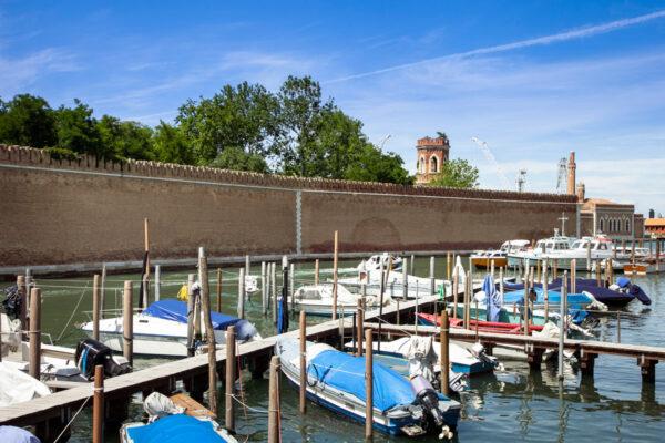 Mura Arsenale di Venezia viste dai canali
