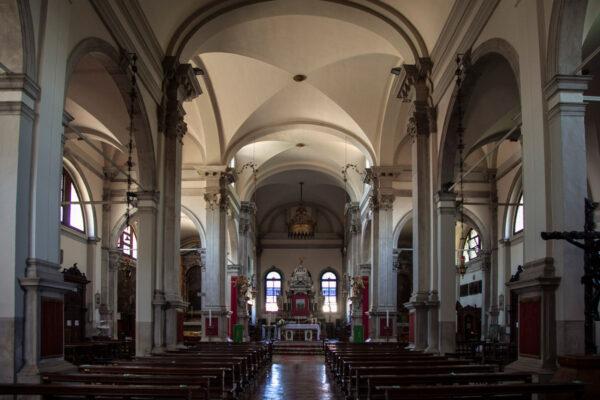 Navata interna della chiesa di San Martino Vescovo