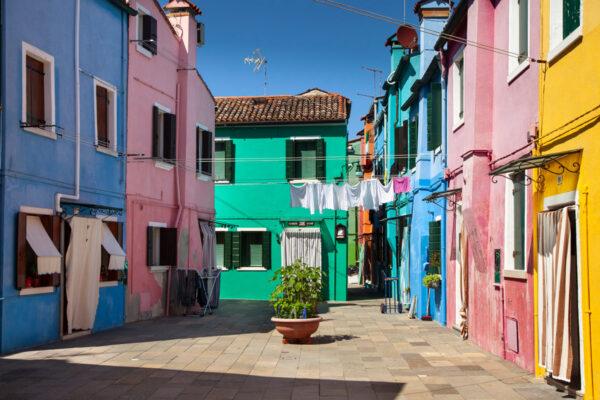 Panni stesi ad asciugare nelle piazzette di Burano