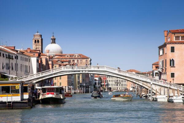 Ponte degli Scalzi sul Canal Grande di Venezia