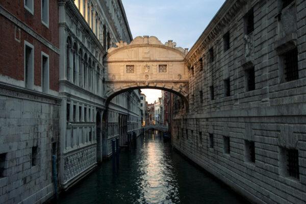 Ponte dei Sospiri di Venezia di sera