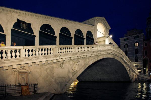 Ponte di Rialto di Sera