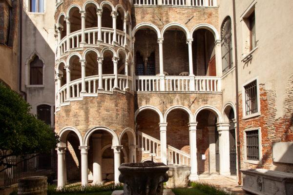 Scala Contarini del Bovolo e palazzo Contarini
