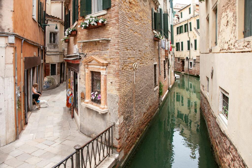 Venezia Sestiere Castello - Calle e Canale