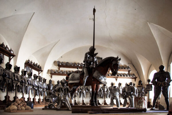 Armeria di Castel Coira - Collezione privata di armature - Armatura del cavallo e di Giacomo VI