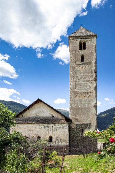 Campanile e chiesa di San Benedetto di Malles Venosta - chiesa carolingia