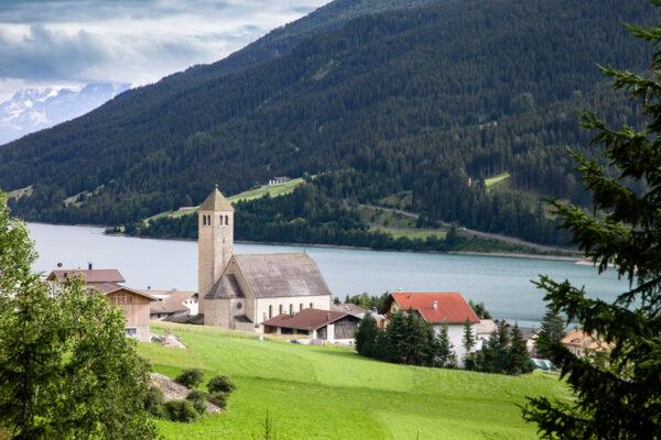 Centro abitato e chiesa di Resia