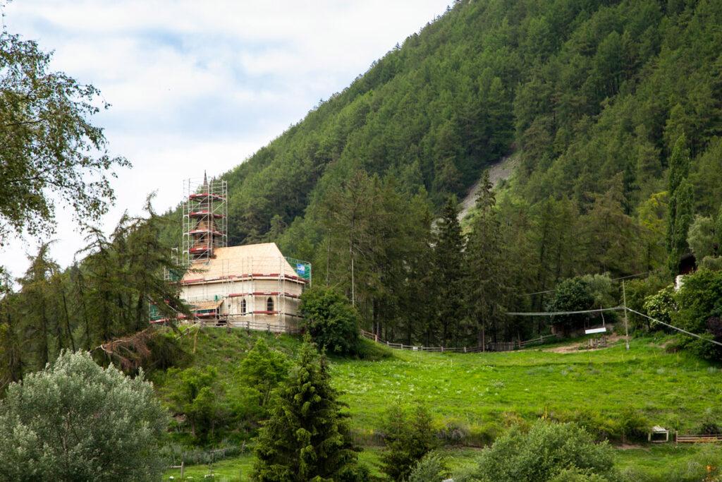 Chiesetta di Sant'Anna sulla collina di Curon Venosta - XVI secolo