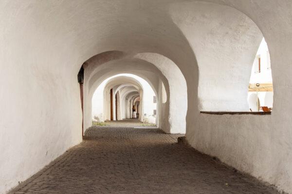 Dentro a via dei Portici