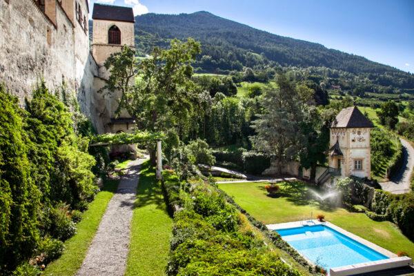 Giardini terrazzati e campanile di Castel Coira