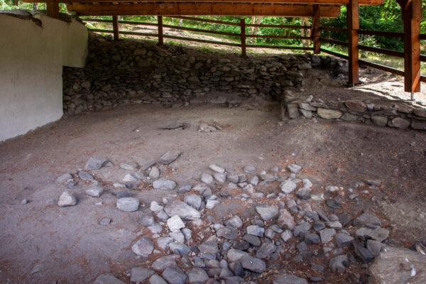 Gli interni dell'edificio romano di Ganglegg - Archeologia in Val Venosta