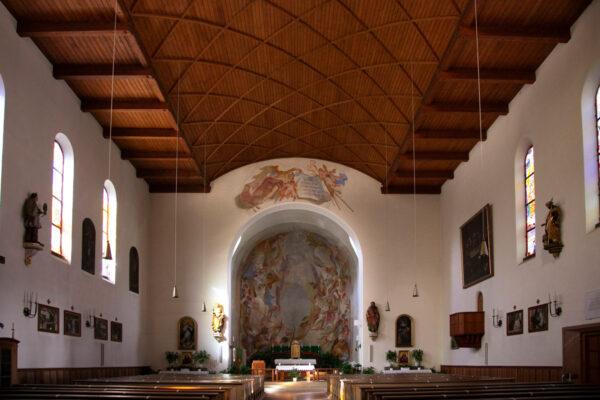 Interni della chiesa di San Sebastiano a Resia