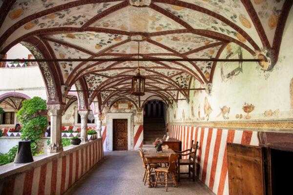 La loggia con albero genealogico affrescato sulle volte - Castel Coira