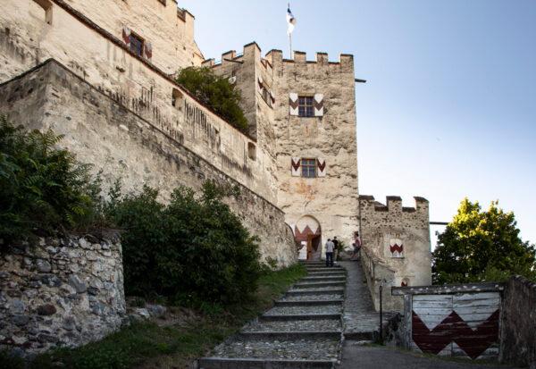 La piccola torre di Castel Coira vista esterna
