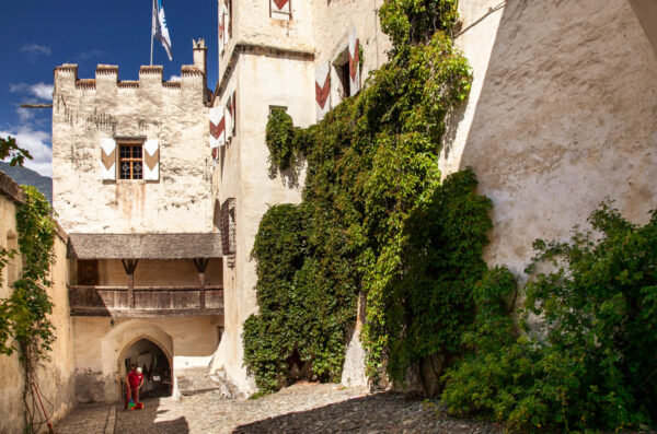 La piccola torre di Castel Coira vista interna