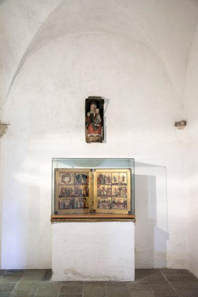 Madonna in legno del 1270 e altare portatile di Castel Coira