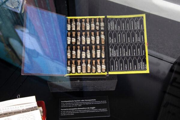 Mostra temporanea - Farmaci omeopatici da viaggio - Museo Ora et Labora