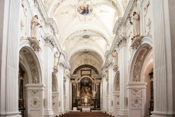 Navata interna e cappelle della chiesa di Nostra Signora - Marienberg
