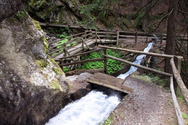Passaggio suggestivo sulla roggia di Berkwaal - Cosa fare in Val Venosta