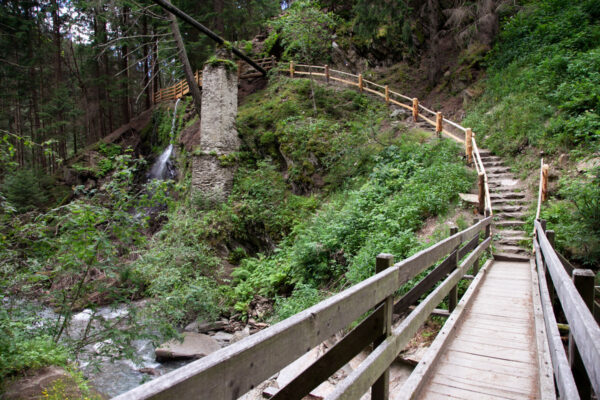 Ponte sul fiume che unisce le due rogge di Sluderno