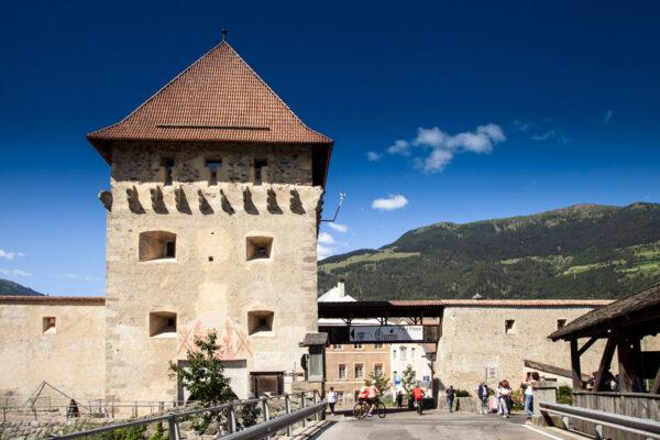Porta e torre della chiesa o Porta Tubre di Glorenza