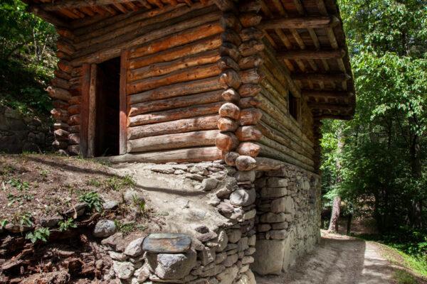 Ricostruzione di una casa dell'età del ferro a Ganglegg - Sito archologico a Sluderno